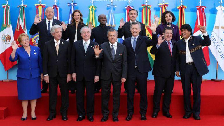 Os presidentes de Mercosul e as delegações convidadas.