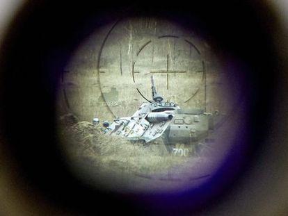 Tanque militar sob a mira de uma arma na Ucrânia, país que fornece 13% das armamentos à China.