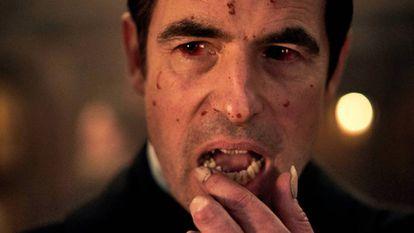 Claes Bang com Drácula na nova série de BBC e Netflix.