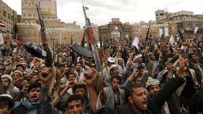 Manifestação nesta quinta-feira contra os bombardeios, em Sanaa.