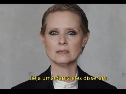 O vídeo de 'Seja uma dama', narrado por Cynthia Nixon.