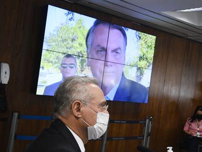Painel eletrônico exibe vídeo do presidente Jair Bolsonaro diante do relator da CPI da Pandemia, Renan Calheiros, durante sessão em 8 de junho.