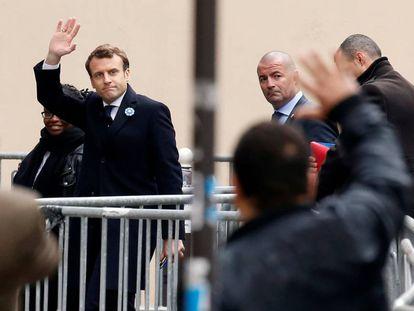 Emmanuel Macron chega à sede do Em Marcha!, nesta segunda-feira.