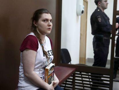 Anna Pavlikova, processada por ligação com uma organização extremista, no julgamento ocorrido em agosto passado em Moscou.