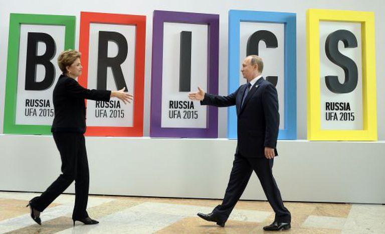Dilma Rousseff e Vladimir Putin na abertura do encontro dos BRICS na Rússia, nesta quinta-feira.