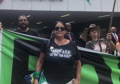 Cristina Rocha, ex-aluna da Universidade Mackenzie, era contra a ditadura na época da Batalha da Maria Antônia. Hoje, defende o regime