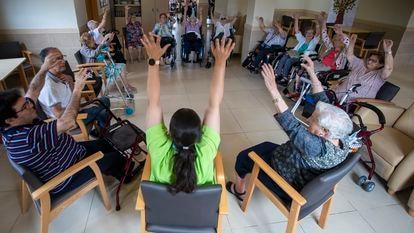 Atividade na residência geriátrica Villa Clavellina, em Premià de Mar (nordeste da Espanha), na quarta-feira passada.