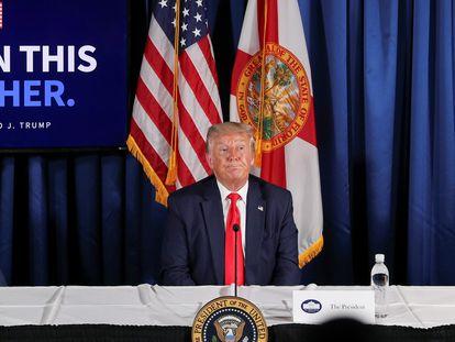 O presidente dos EUA, Donald Trump, nesta sexta-feira em um evento sobre a covid-19 em Belleair, Flórida.