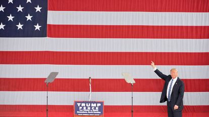 O candidato republicano em Greensboro, Carolina do Norte.
