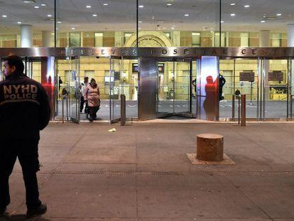 A entrada do hospital Bellevue.