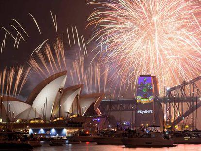 Queima de fogos na icônica Opera House, em Sydney, na Austrália.