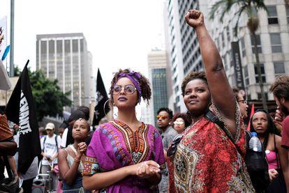Mulheres participam de ato no dia da Consciência Negra, em São Paulo.