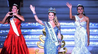 Mireia Lalaguna Rozo, com sua coroa de Miss Mundo.