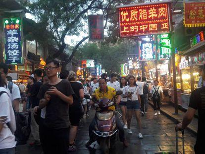Uma das ruas do bairro muçulmano no centro de Xian (China)