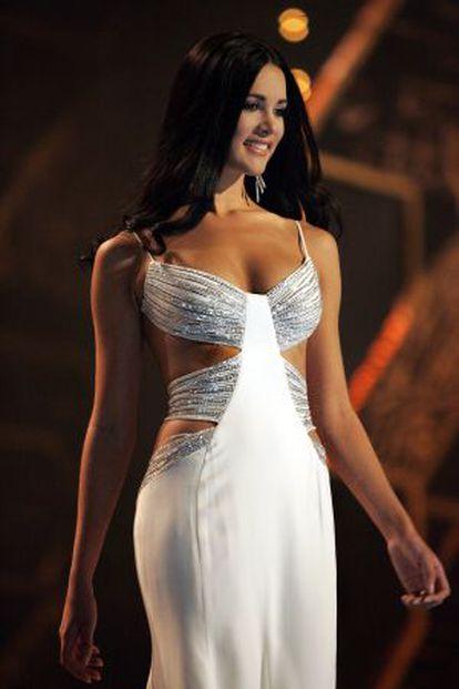 Spear desfila na final do Miss Universo 2005, em Bancoque.