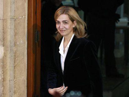 Cristina deixa os tribunais depois de seis horas de interrogatório.