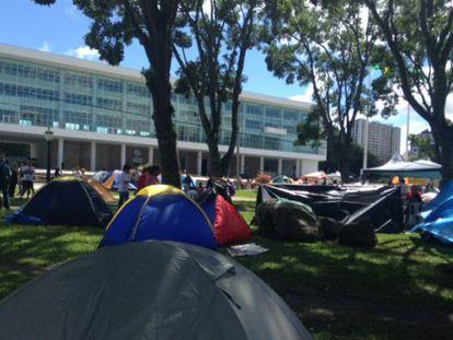 Parte do acampamento dos professores, na frente do Palácio do Governo.