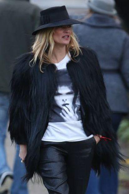Kate Moss usou esta camiseta com o rosto de Bowie um dia após seu falecimento.