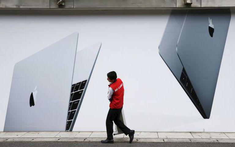 Anúncio do MacBook, da Apple, em Tóquio.