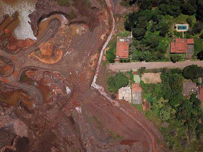 O rastro deixado pelo tsunami de lama em Brumadinho, um ano depois do desastre.