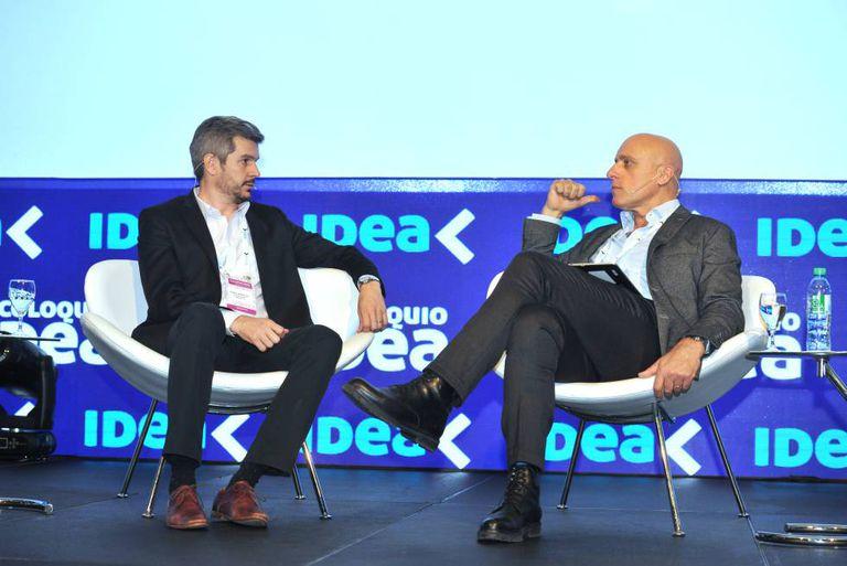 O chefe de Ministros, Marcos Peña, entrevistado pelo jornalista Carlos Pagni no colóquio de IDEA.
