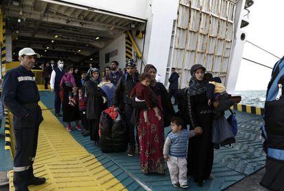 Refugiados e migrantes procedentes da ilha de Lesbos.