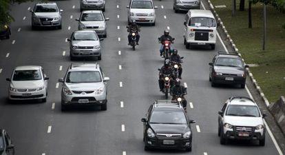 Trânsito de veículos em São Paulo