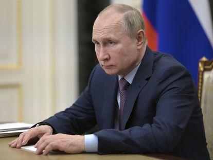 O presidente russo, Vladimir Putin, em uma teleconferência em Moscou, na sexta-feira passada. /