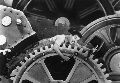 Em 'Tempos Modernos' (1936), Charles Chaplin já alertava para os perigos das máquinas no trabalho.