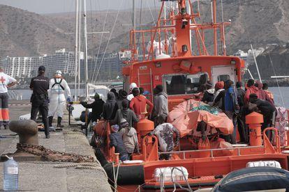Os ocupantes de uma balsa improvisada que chegou em 2 de agosto às costas da ilha Grande Canária.