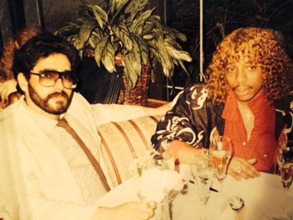 O traficante Nelson Aguilar com o músico Rick James no Mutiny.