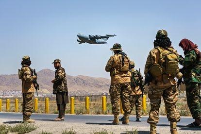 Combatentes talibãs, em 29 de agosto de 2021, em Cabul, Afeganistão.