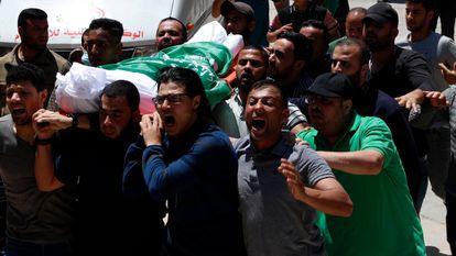 Funeral de militantes do Hamas para algumas das vítimas dos bombardeios israelenses, nesta quinta-feira, em Gaza.