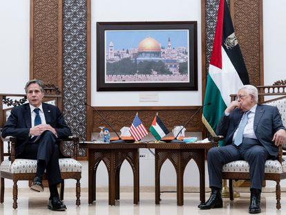 O secretário de Estado dos EUA, Antony Blinken, e o presidente palestino, Mahmoud Abbas, nesta terça-feira em Ramallah.