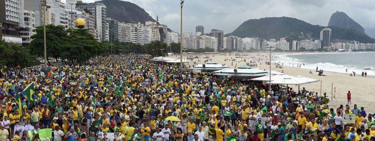 Manifestação anti-Dilma em Copacabana.