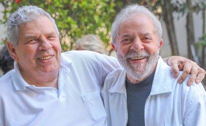 Lula e o irmão Vavá, morto nesta terça.