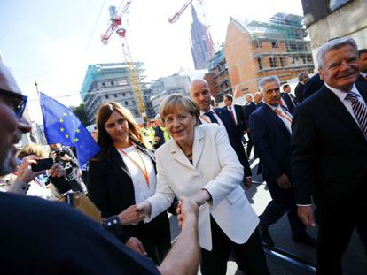 A chanceler Angela Merkel e o presidente alemão Joachim Gauck, durante a celebração em Frankfurt do 25º aniversário da reunificação alemã.