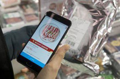 Os clientes podem consultar informações sobre os produtos escaneando o código deles em seus telefones celulares