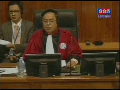Julgamento dos dois líderes dos Jemeres Vermelhos do Camboja.