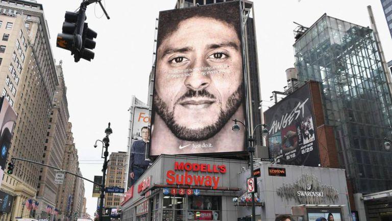 Painel publicitário de Manhattan com o anúncio de Kaepernick para a Nike