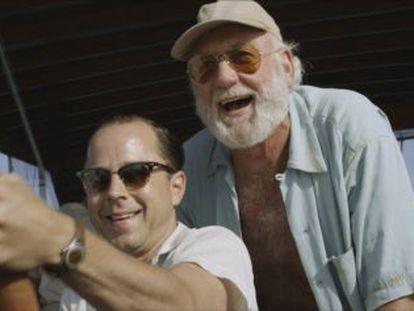 Hemingway e Petitclerc em fotograma do filme 'Papa'.