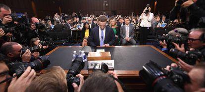Mark Zuckerberg, presidente executivo do Facebook, prestes a depor no Senado dos Estados Unidos em abril.