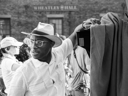 Barry Jenkins durante as filmagens de 'Os Caminhos para a Liberdade'.