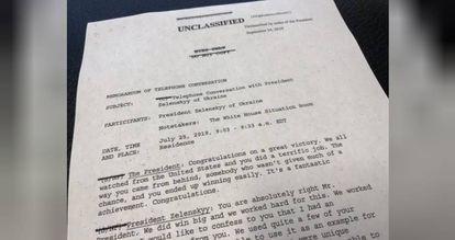 Primeira página de documento com transcrição de telefonema do presidente dos EUA, Donald Trump, com líder da Ucrânia, Volodymyr Zelenskiy
