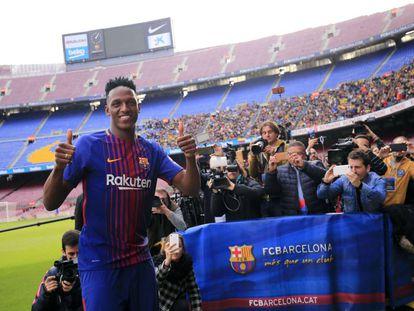 Yerry Mina, no Camp Nou.