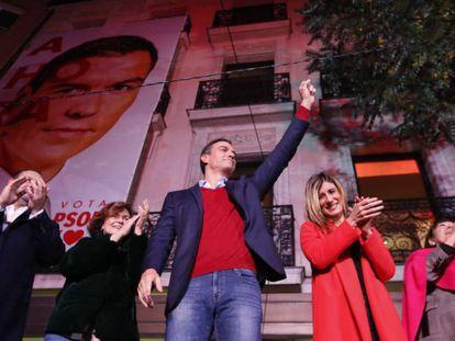 O líder do PSOE, Pedro Sánchez, celebra os resultados eleitorais em Madri. Em vídeo, a vitória da esquerda na Espanha e o avanço da extrema direita.