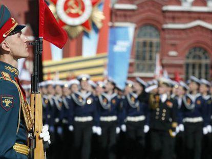 Um soldado na parada do Dia da Vitória, em Moscou.