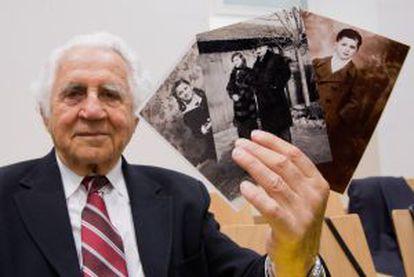 Bil Glied, sobrevivente de Auschwitz, no julgamento de Gröning.