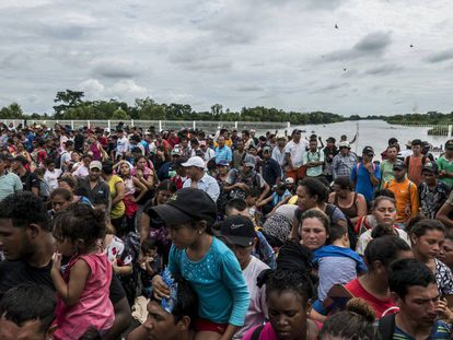 A caravana migrante que saiu em outubro de América Central espera para entrar em México.