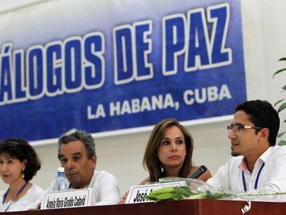 Constanza Turbay, Jaime Peña, Ángela Giraldo e José Antequera, da comissão de vítimas do conflito armado na Colômbia.